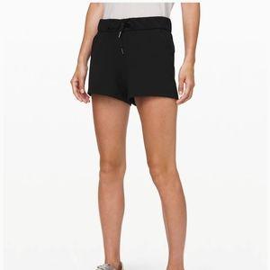 Lululemon NWT On the Fly Shorts Black Size 8